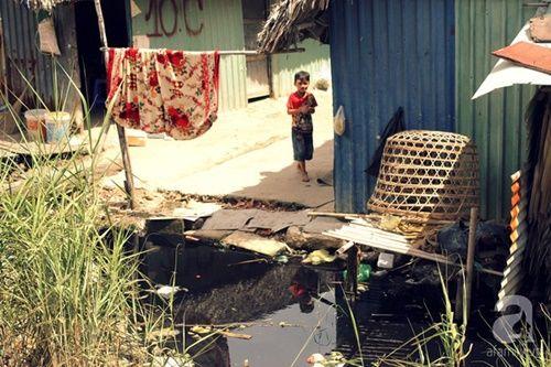 Những đứa trẻ thả ước mơ vào dòng kênh ô nhiễm ngày khai trường - Ảnh 3