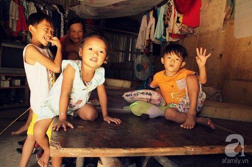 Những đứa trẻ thả ước mơ vào dòng kênh ô nhiễm ngày khai trường - Ảnh 4