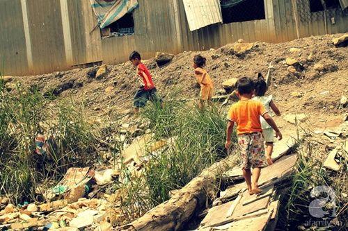 Những đứa trẻ thả ước mơ vào dòng kênh ô nhiễm ngày khai trường - Ảnh 6