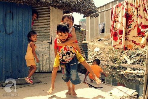 Những đứa trẻ thả ước mơ vào dòng kênh ô nhiễm ngày khai trường - Ảnh 8