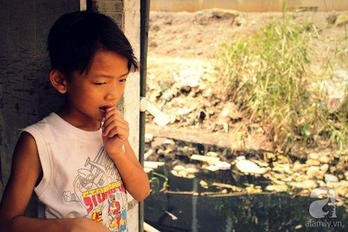 Những đứa trẻ thả ước mơ vào dòng kênh ô nhiễm ngày khai trường - Ảnh 9