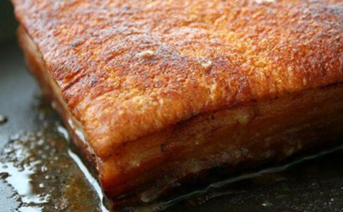Cách làm thịt lợn quay không cần lò nướng mà bì vẫn giòn tan - Ảnh 7