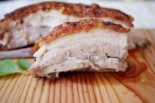 Cách làm thịt lợn quay không cần lò nướng mà bì vẫn giòn tan - Ảnh 8