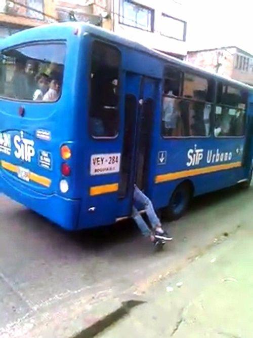 Màn bắt kẻ trộm có 1-0-2 đầy ngoạn mục của tài xế xe buýt - Ảnh 3
