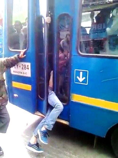 Màn bắt kẻ trộm có 1-0-2 đầy ngoạn mục của tài xế xe buýt - Ảnh 2