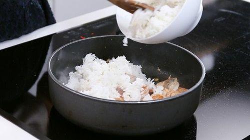 Làm cơm chiên tôm dứa kiểu Thái lạ miệng, thơm ngon - Ảnh 8