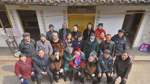 Gia đình ngũ đại đồng đường có tới gần 100 thành viên - Ảnh 1