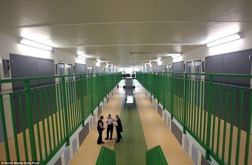 Cận cảnh nhà tù nơi tù nhân được ở phòng riêng và dùng laptop đặt mua hàng - Ảnh 6