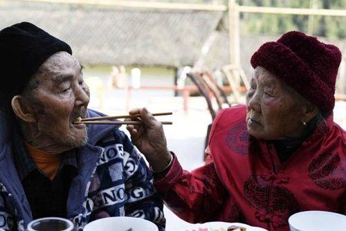 Cặp vợ chồng già bên nhau suốt 81 năm chưa một ngày xa rời - Ảnh 13