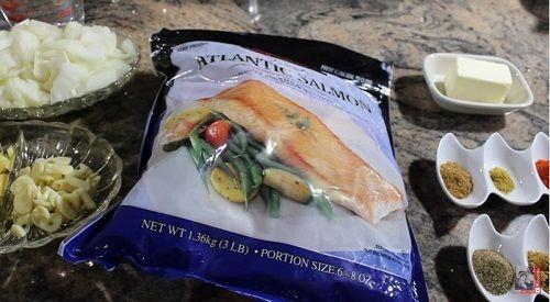 Cách làm món cà ri cá hồi cay thơm nồng cho ngày mưa - Ảnh 1