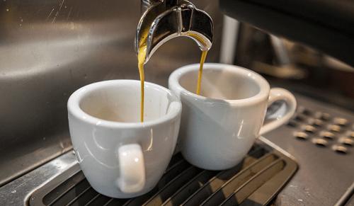 Chàng trai tử vong sau khi uống cà phê McDonald's, 1 chai nước ngọt có ga và nửa lít nước tăng lực - Ảnh 2