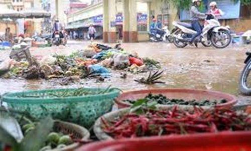 Mùa mưa bão, bạn cần tránh ăn những thực phẩm này