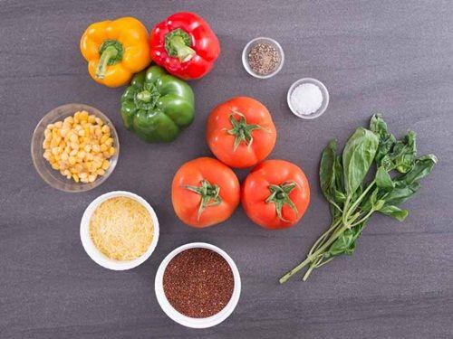 Hấp dẫn món cà chua nướng nhồi ớt chuông và diêm mạch - Ảnh 1