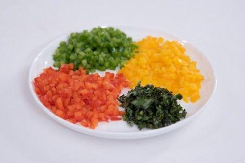 Hấp dẫn món cà chua nướng nhồi ớt chuông và diêm mạch - Ảnh 3