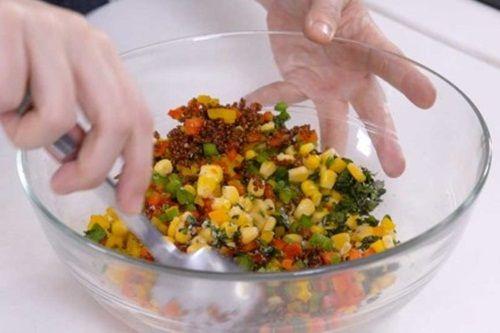 Hấp dẫn món cà chua nướng nhồi ớt chuông và diêm mạch - Ảnh 6