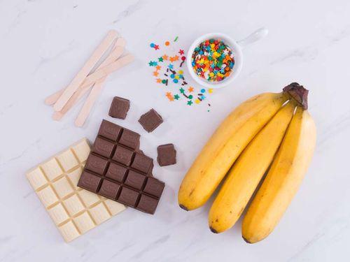 """Tự làm món kem chuối sô cô la """"sống ảo"""" đầy màu sắc tại nhà - Ảnh 1"""