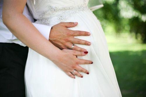 """Cưới chạy bầu - """"Vé vào cổng"""" cho hôn nhân? - Ảnh 1"""