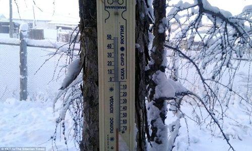 Tò mò cuộc sống tại ngôi làng lạnh nhất thế giới: Vừa ra đường, lông mi đã đóng băng - Ảnh 3