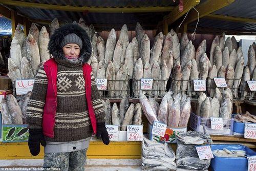 Tò mò cuộc sống tại ngôi làng lạnh nhất thế giới: Vừa ra đường, lông mi đã đóng băng - Ảnh 7