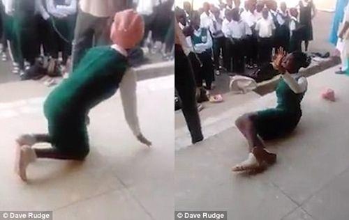 Phẫn nộ cảnh thầy giáo tra tấn nữ học sinh trước sự chứng kiến của nhiều người - Ảnh 2