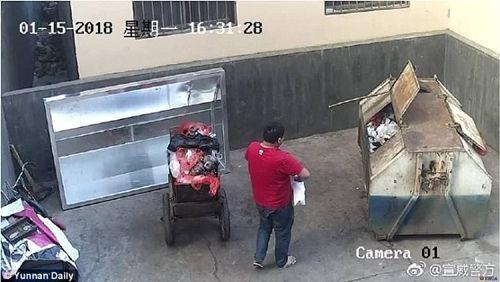 Bắt ông bố nhẫn tâm ném con mới sinh vào thùng rác  - Ảnh 1