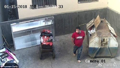 Bắt ông bố nhẫn tâm ném con mới sinh vào thùng rác  - Ảnh 2