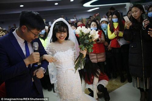 Xúc động đám cưới không chú rể, cô dâu đăng ký hiến tạng sau khi cởi áo cưới - Ảnh 1