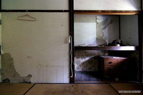 Cận cảnh khu nhà ký túc xá sinh viên hơn 100 tuổi tồi tàn nhất thế giới ở Nhật - Ảnh 7
