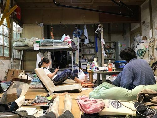 Cận cảnh khu nhà ký túc xá sinh viên hơn 100 tuổi tồi tàn nhất thế giới ở Nhật - Ảnh 9