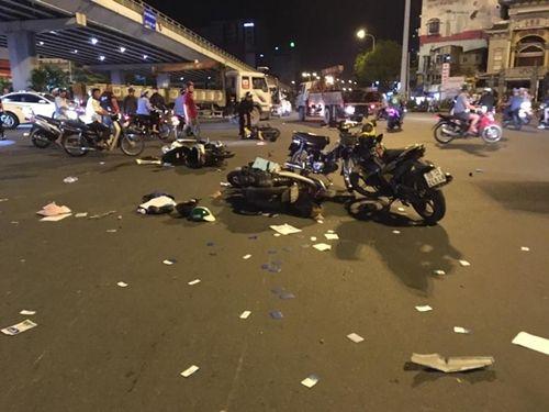 Hiện trường vụ nữ tài xế BMW say xỉn đâm 5 xe máy ở Sài Gòn - Ảnh 4
