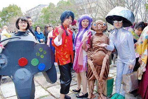 Bất ngờ với những trang phục tốt nghiệp kỳ lạ của các cử nhân đại học nước ngoài - Ảnh 3