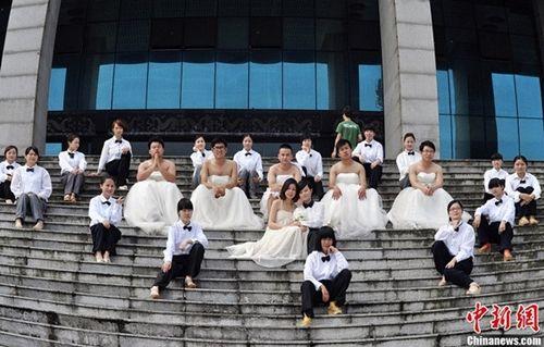 Bất ngờ với những trang phục tốt nghiệp kỳ lạ của các cử nhân đại học nước ngoài - Ảnh 6