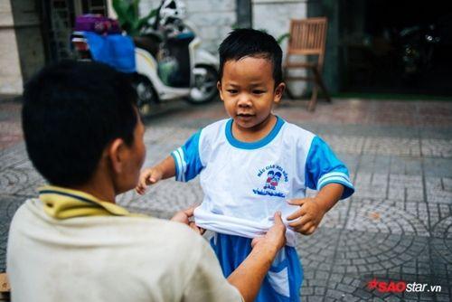 Từ bức ảnh gây bão mạng tới đời thực của hai mẹ con cậu bé trên chiếc xe chở đầy ve chai - Ảnh 5