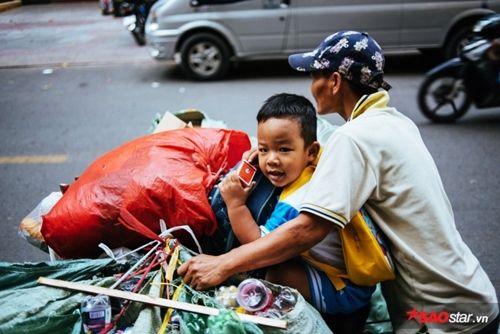 Từ bức ảnh gây bão mạng tới đời thực của hai mẹ con cậu bé trên chiếc xe chở đầy ve chai - Ảnh 7