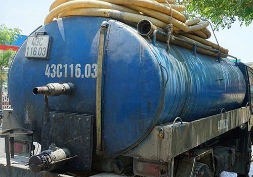 Đà Nẵng: Tài xế đổ nhớt thải xuống cống thoát nước bị phạt hơn 120 triệu đồng - Ảnh 1