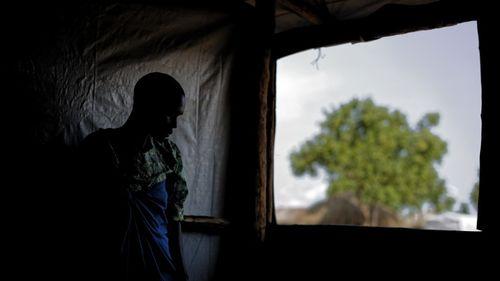 Nơi nguy hiểm nhất thế giới cho phụ nữ và trẻ em gái: 12 ngày xảy ra 150 vụ bạo lực tình dục - Ảnh 1