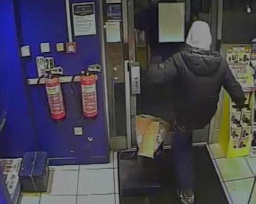 Kẻ trộm bị phát hiện do vết quần rách ở... mông - Ảnh 1