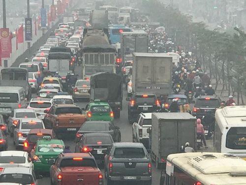 Người dân khốn khổ tìm cách thoát khỏi Hà Nội dưới trời mưa rét để về quê đón Tết - Ảnh 6