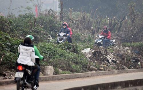 Người dân khốn khổ tìm cách thoát khỏi Hà Nội dưới trời mưa rét để về quê đón Tết - Ảnh 7