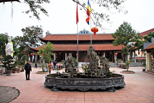 Những đền chùa linh thiêng cho dịp đi lễ đầu năm ở miền Bắc - Ảnh 3