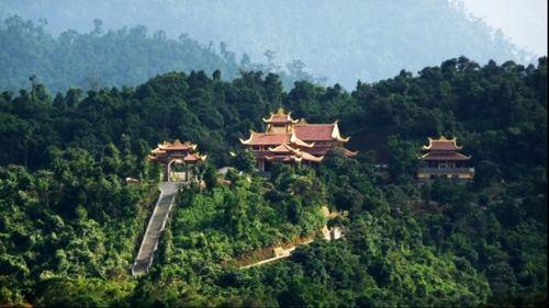 Những đền chùa linh thiêng cho dịp đi lễ đầu năm ở miền Bắc - Ảnh 8