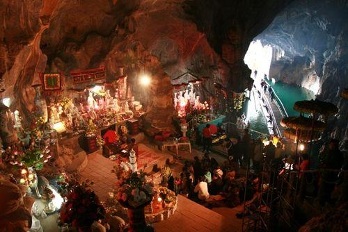 Những đền chùa linh thiêng cho dịp đi lễ đầu năm ở miền Bắc - Ảnh 9