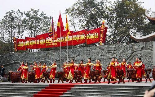 Tưng bừng cờ hoa lễ hội Gò Đống Đa mùng 5 Tết - Ảnh 13