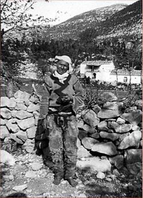 Bí mật về những phụ giữ trinh tiết cả đời để được sống như đàn ông ở Albania - Ảnh 2