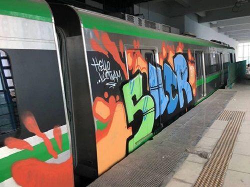 Đang sơn lại các toa tàu bị vẽ trộm ở ga Cát Linh - Hà Đông - Ảnh 3