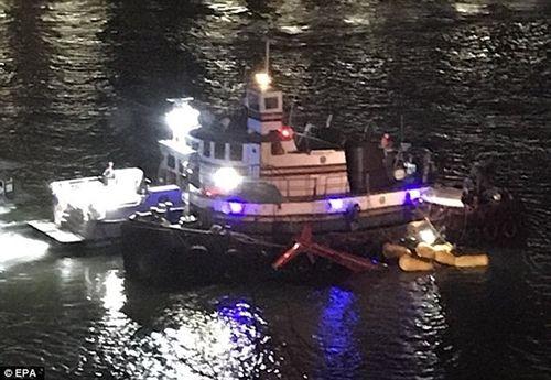 Cận cảnh hiện trường vụ trực thăng rơi ở New York - Ảnh 5
