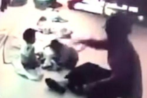 Đài Loan: Xử lý bảo mẫu đánh đập con hỏ 8 tháng của chủ nhà - Ảnh 1