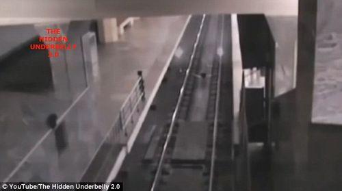Trung Quốc: Sự thật về đoạn video quay cảnh đoàn 'tàu ma' vào ga gây xôn xao dư luận - Ảnh 1
