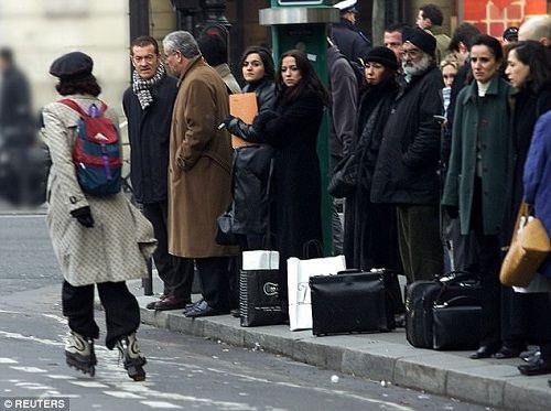 Pháp: Đề xuất phạt đàn ông ít nhất 2 triệu nếu bình phẩm về vẻ ngoài của phụ nữ - Ảnh 2