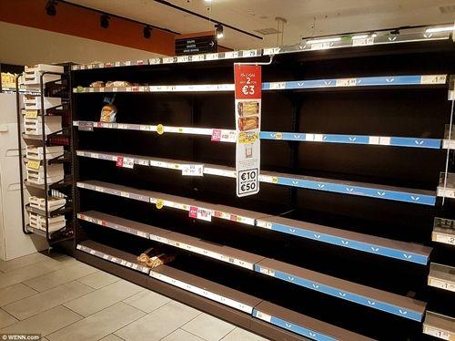 """Ireland: Người dân đổ xô đi mua thực phẩm dự trữ vì sợ """"Quái vật phương Đông"""" - Ảnh 3"""